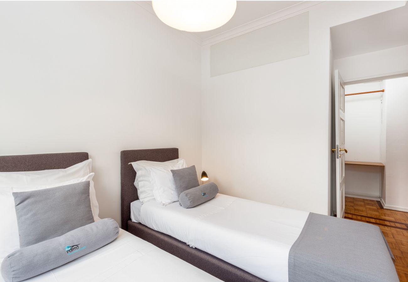 Apartamento em Porto - Apartamento 2 Quartos, Equipado com Varanda [STIII]