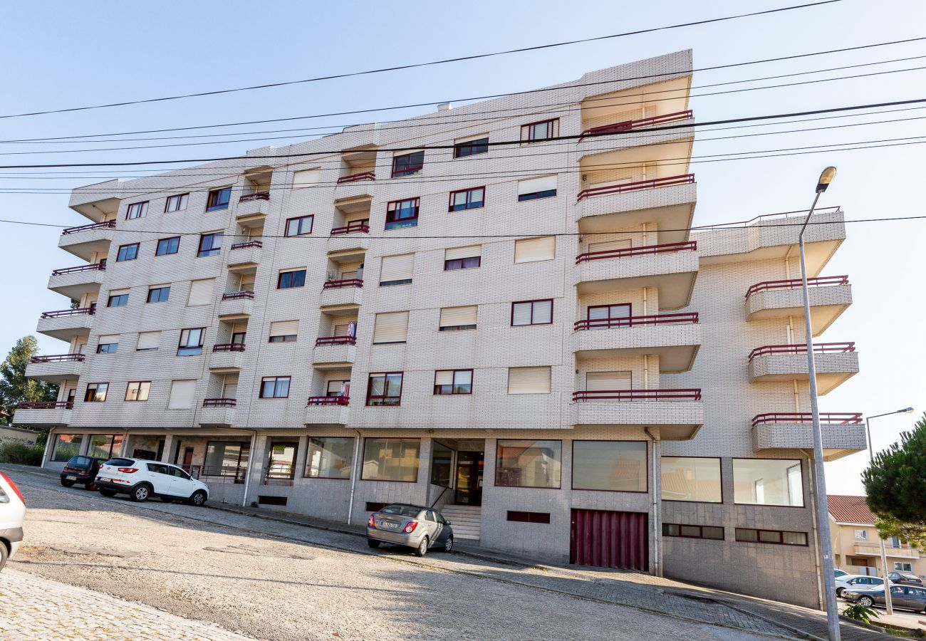 Apartamento em Vila Nova de Gaia - Apartamento 3 Quartos, com Garagem e Varanda [DM]