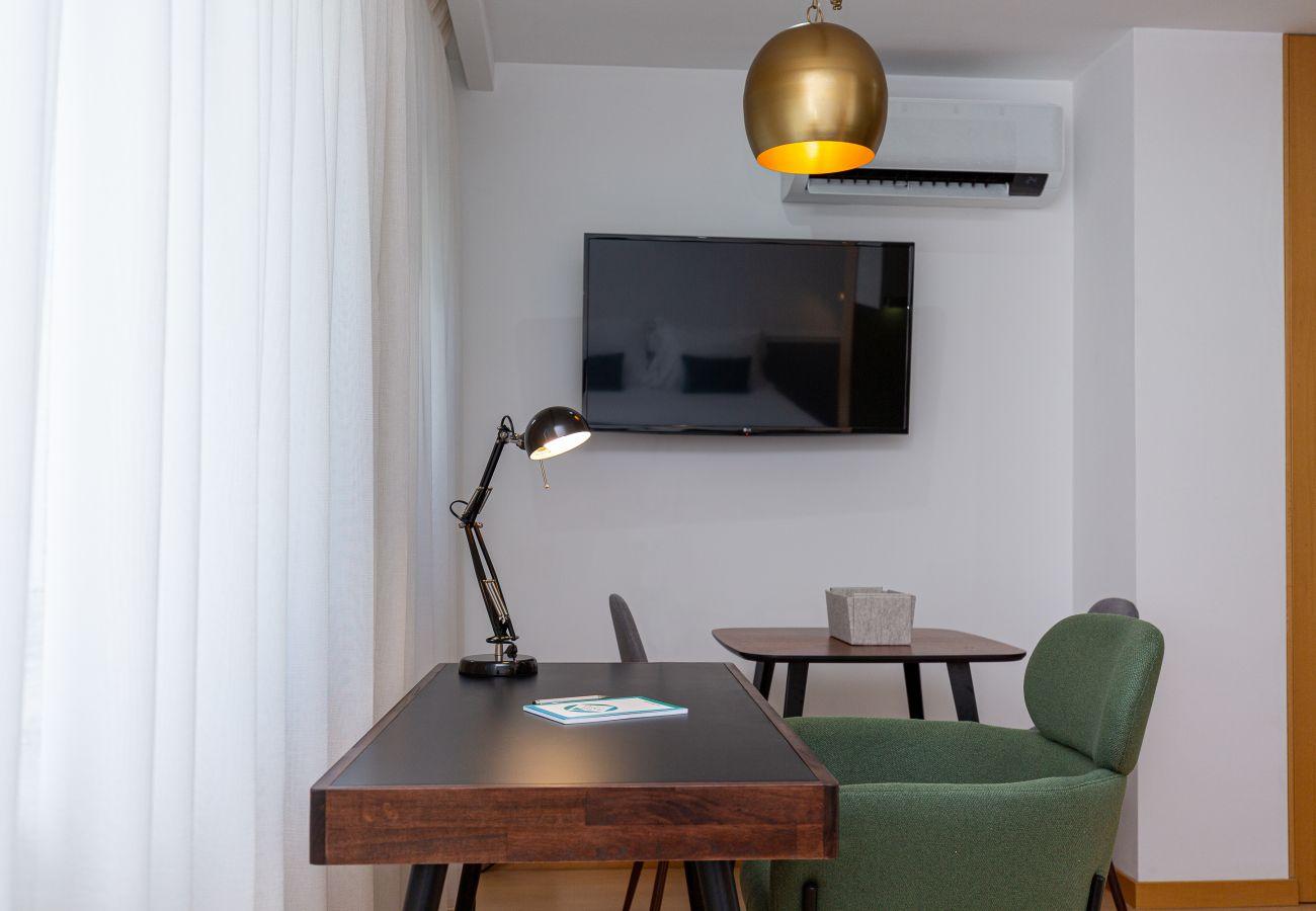 Estúdio em Porto - Estúdio Moderno, Ideal para Casais ou Negócios [CC3/5]