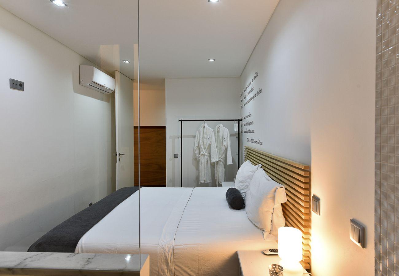 Apartamento em Porto - Apartamento 4 Quartos, Equipado, Centro do Porto [SB7]