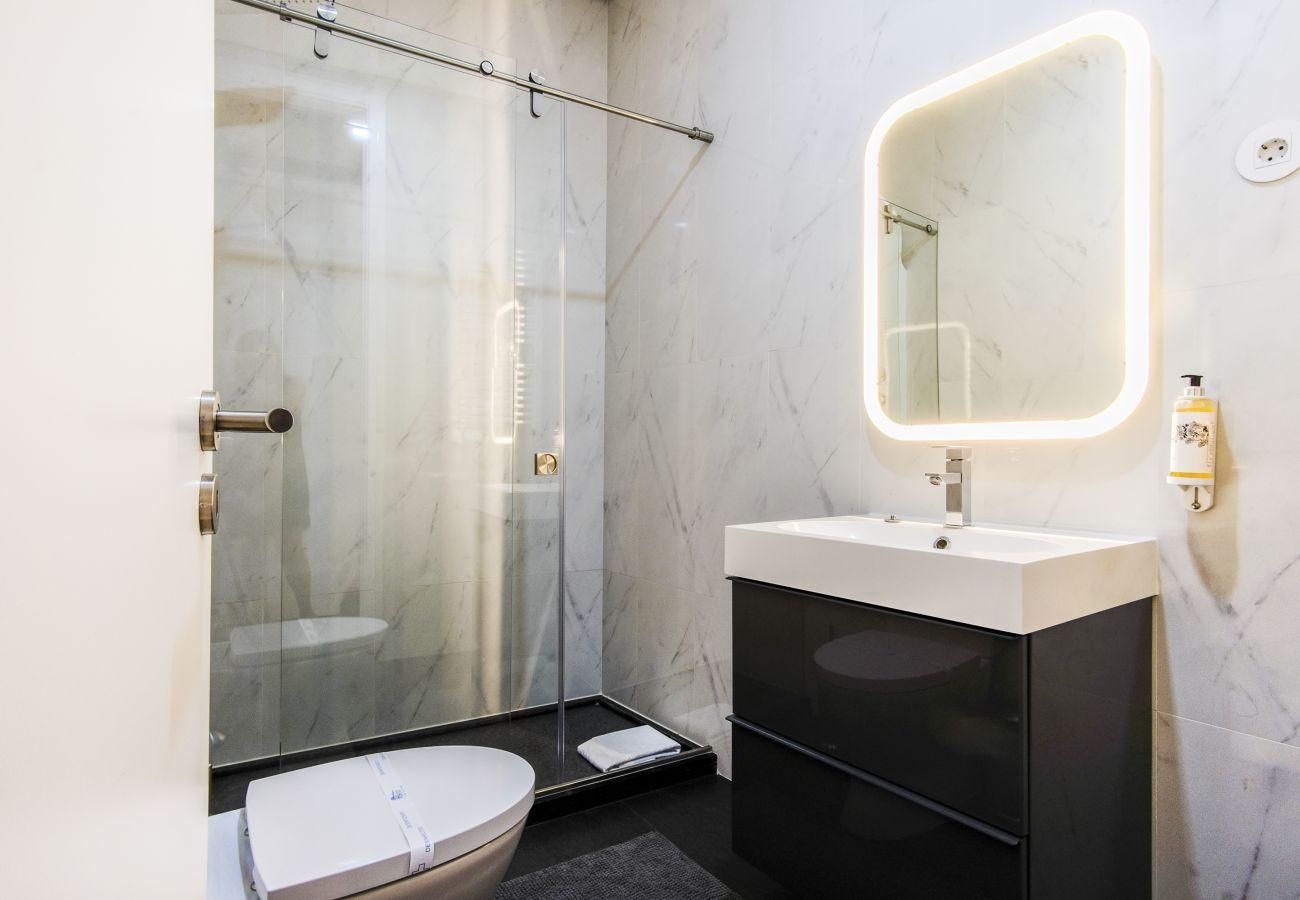 Apartamento em Porto - Apartamento com 3 Quartos, Perto da Estação de Metro [SB8]