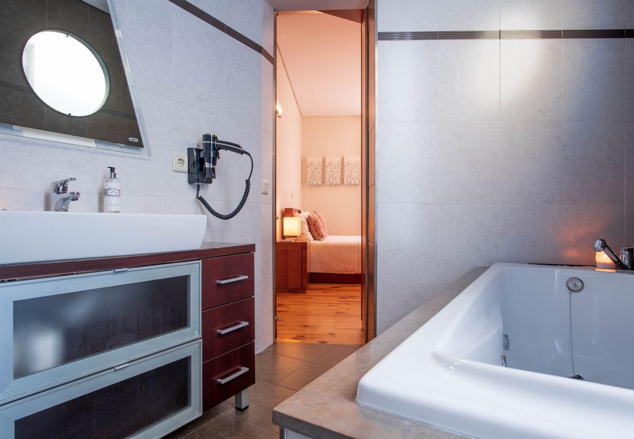 Apartamento em Porto - Apartamento com 4 quartos perto do Pólo Universitário [VF]