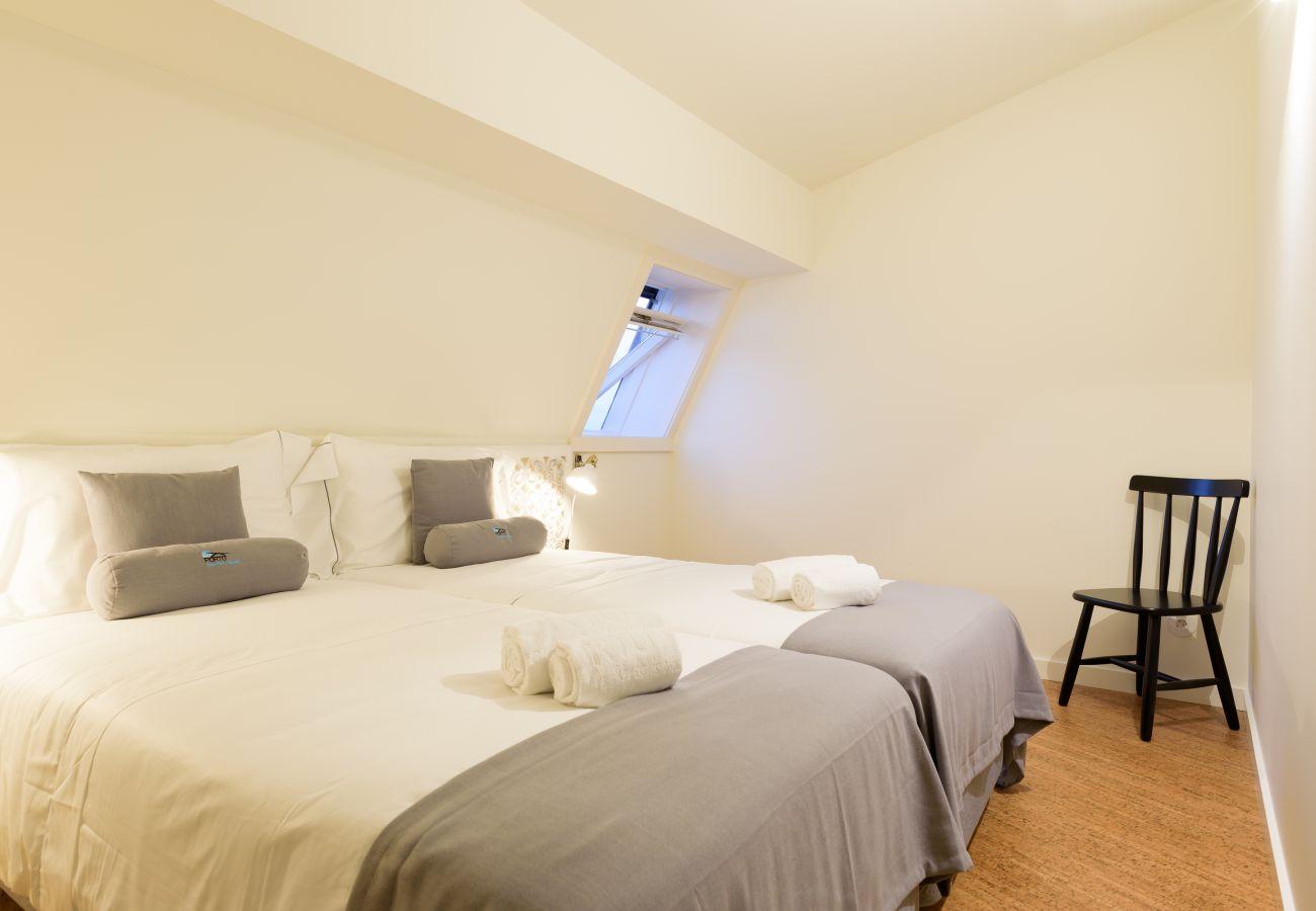 Apartamento em Porto - Apartamento Superior com Varanda, Avenida dos Aliados [GL402]