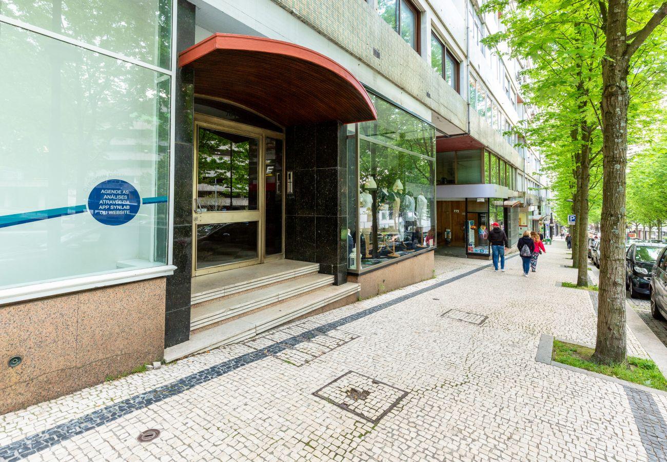Apartment in Porto - Feel Porto Stylish Flat II